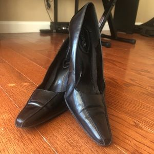 Connie black classic black dress pumps size 8